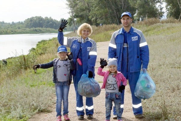 Participants of the Community Cleanup Day, the Belaya River