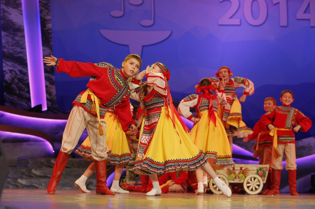 Performance of Rodnichok dance ensemble