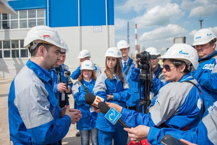 Representatives of Salavat Public Chamber and journalists visiting industrial site.