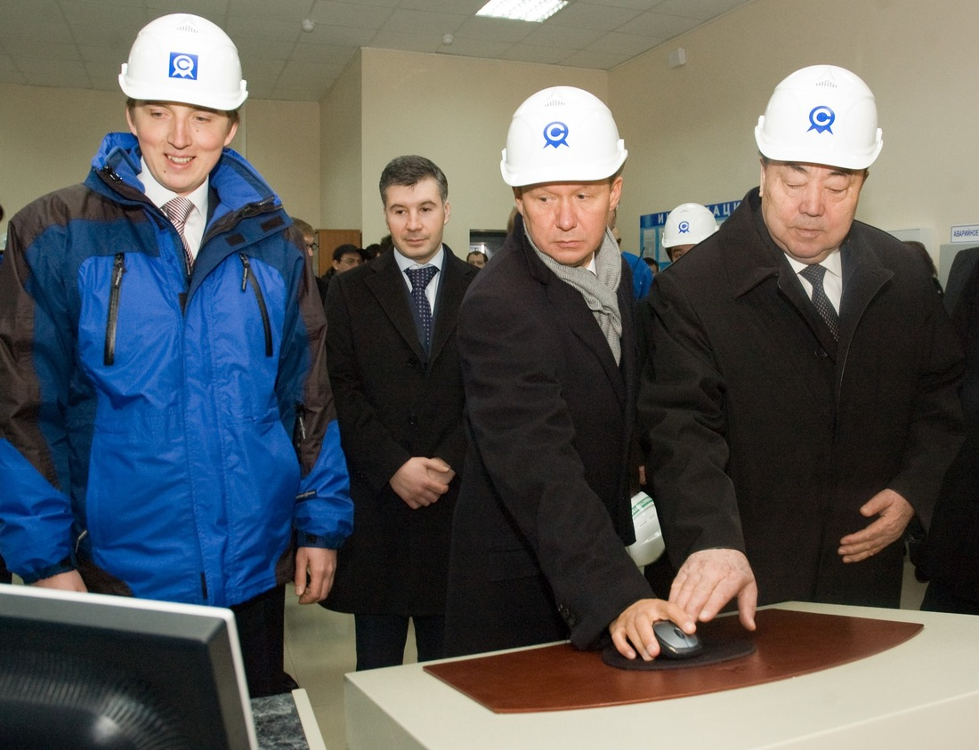 On April 10, 2009, Murtaza Rakhimov, the President of the Republic of Bashkortostan, and Alexey Miller, the Chairman of Gazprom Management Committee, took part in the official start-up of a new visbreaking unit at the Oil Refinery.